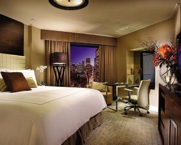 Four Seasons Hotel - Accommodation QLD