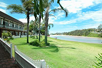Clan Lakeside Lodge - Accommodation QLD