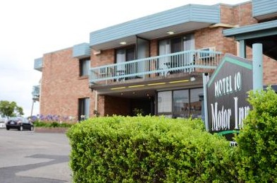 Motel 10 Motor Inn - Accommodation QLD