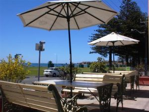Anchorage At Victor Harbour Seafront Hotel - Accommodation QLD