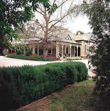 The Lodge Country House - Accommodation QLD