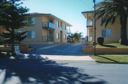 AA Madalena Court Holiday Apartments - Accommodation QLD