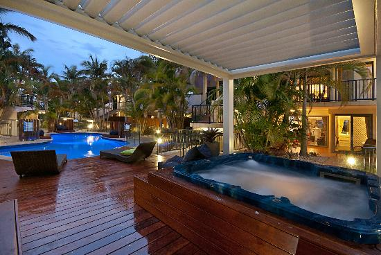 Outrigger Bay Apartments - Accommodation QLD