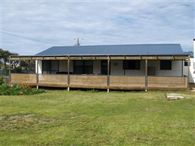 Surfin Sceales Beach House - Accommodation QLD