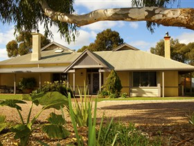 Whistler Farm - Accommodation QLD