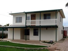 Louth Bay Holiday Apartment - Accommodation QLD