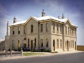 The Customs House - Accommodation QLD