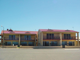 Tumby Bay Hotel Seafront Apartments - Accommodation QLD