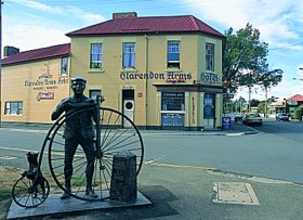 Clarendon Arms Hotel - Accommodation QLD