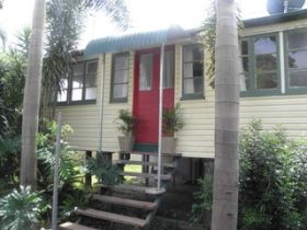 The Red Ginger Bungalow - Accommodation QLD