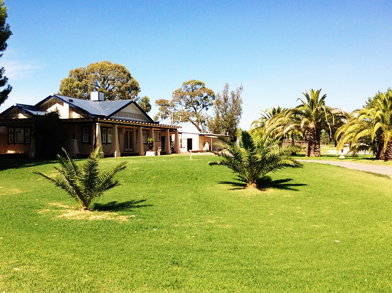Curlwaa Caravan Park - Accommodation QLD