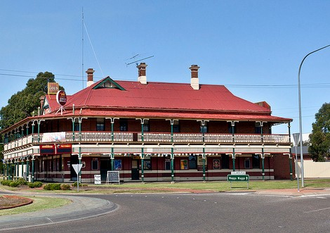 The New Coolamon Hotel - Accommodation QLD