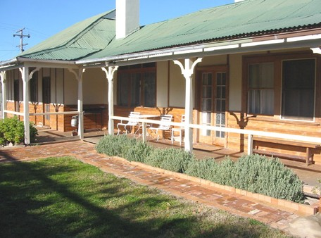 Gundagai Historic Cottages Bed and Breakfast - Accommodation QLD