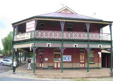 Henty Central Bed and Breakfast - Accommodation QLD