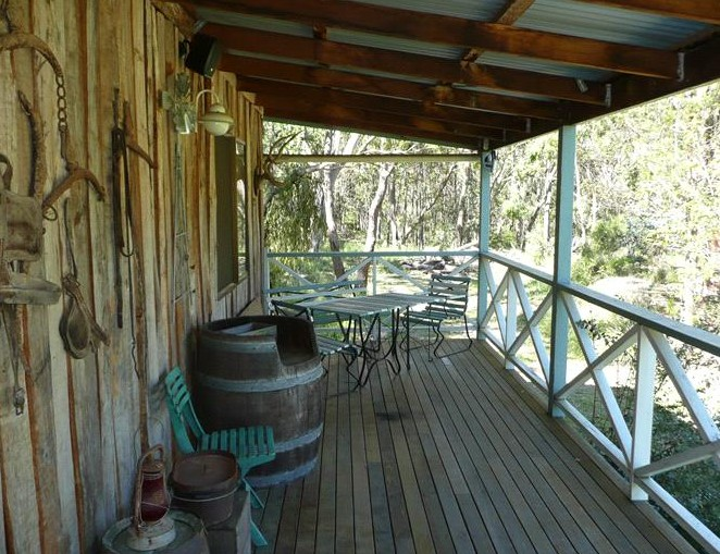 Possums Hollow And Hooters Hut - Accommodation QLD