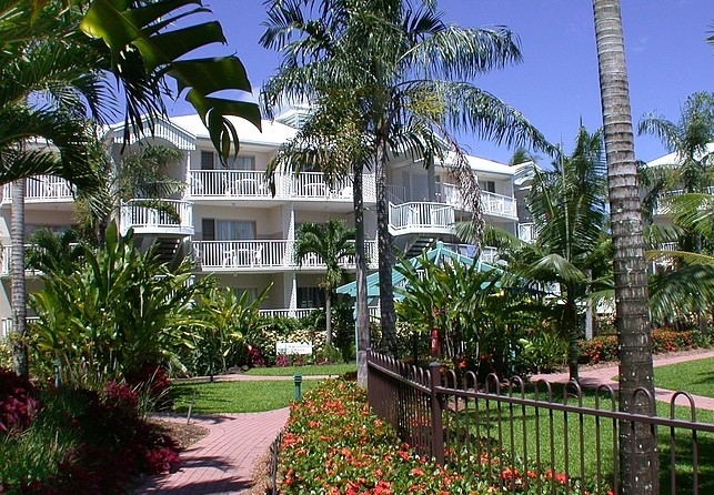 Australis Cairns Beach Resort - Accommodation QLD