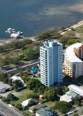 Palmerston Tower - Accommodation QLD