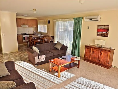 Southern Right Motor Inn - Accommodation QLD