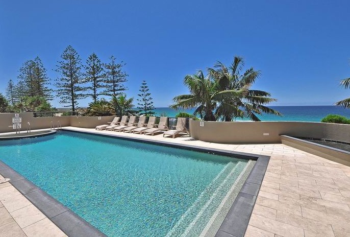 Clubb Coolum Beach - Accommodation QLD