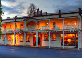 Royal George Hotel - Accommodation QLD