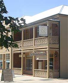 Cobb  Co Court Boutique Hotel - Accommodation QLD