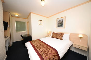 Northshore Hotel - Accommodation QLD
