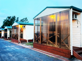 Discovery Holiday Parks  Hadspen Cosy Cabins - Accommodation QLD
