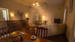 Benson House and Benson Lodge - Accommodation QLD