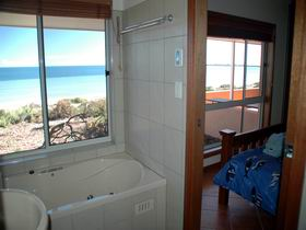Ceduna Shelly Beach Caravan Park and Beachfront Villas - Accommodation QLD