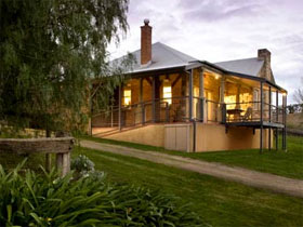 Longview Vineyard Homestead - Accommodation QLD