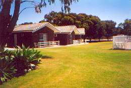 Highview Holiday Village Caravan Park - Accommodation QLD