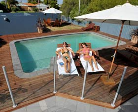 Waikiki Beach Bed and Breakfast - Accommodation QLD