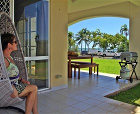 Absolute Beachfront Apartment - Accommodation QLD