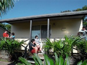 Canton Beach Waterfront Tourist Park - Accommodation QLD