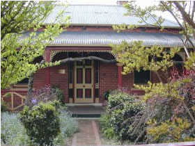 FINCHES OF BEECHWORTH - Accommodation QLD
