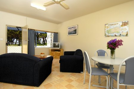 Island Coastal Units - Accommodation QLD
