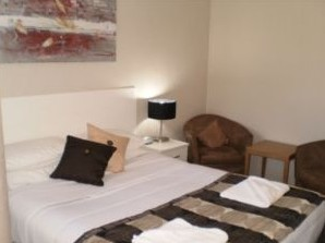 Country Leisure Motor Inn - Accommodation QLD