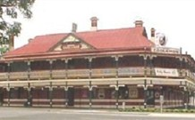 The New Coolamon Hotel - Coolamon - Accommodation QLD