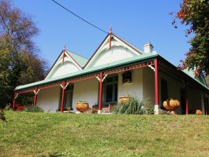 Ravenscroft and The Cottage - Accommodation QLD
