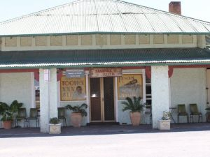 Shamrock Hotel - Greenethorpe - Accommodation QLD