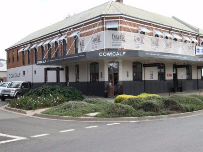 Cow and Calf Hotel - Accommodation QLD