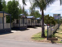 Lakeside Caravan Park - Accommodation QLD