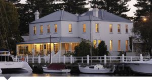 Oscars Waterfront Boutique Hotel - Accommodation QLD