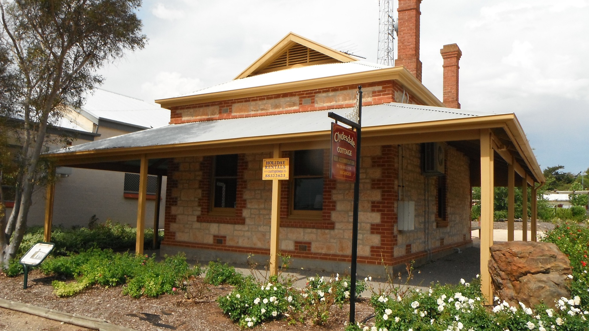 Clydesdale Cottage Bed  Breakfast - Accommodation QLD
