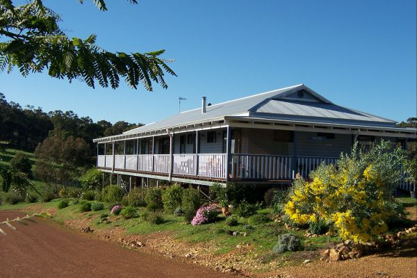 Blue House Bed and Breakfast - Accommodation QLD