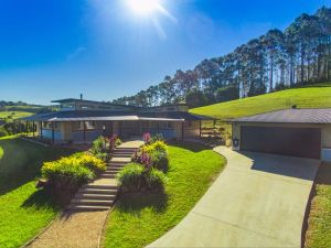 Hinterland Harmony - Accommodation QLD