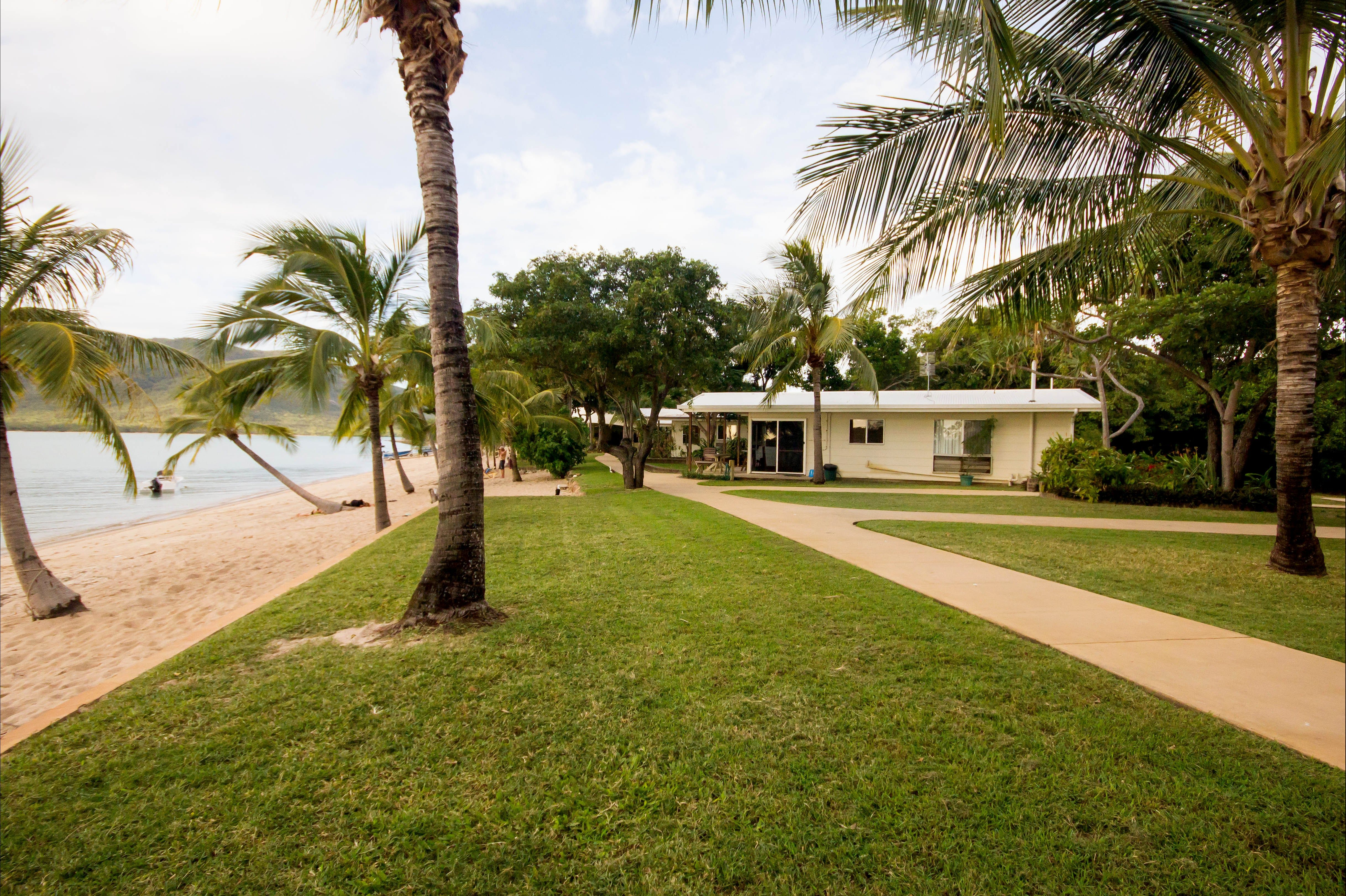 Montes Reef Resort - Accommodation QLD