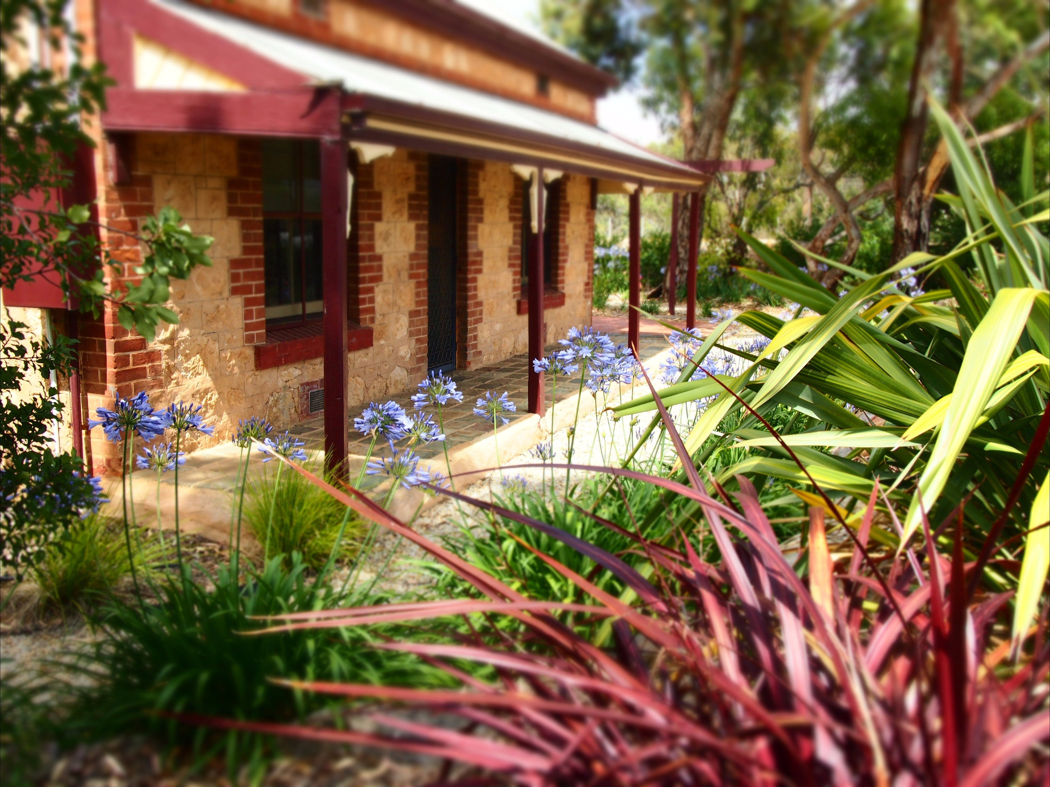 The Creek Cottage - Accommodation QLD