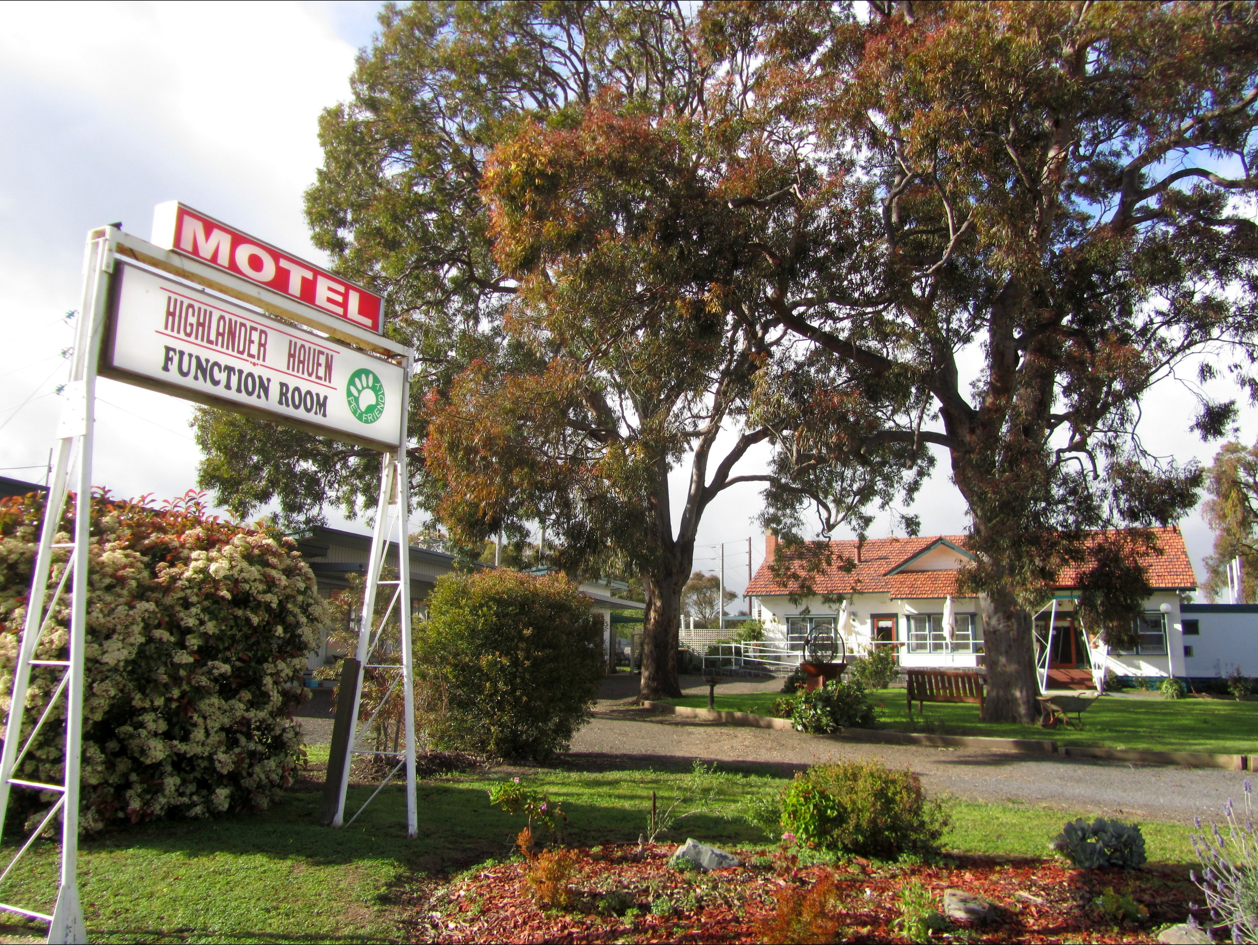 Highlander Haven Motel and Function Centre - Accommodation QLD