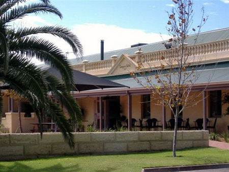 Dongara Hotel Motel - Accommodation QLD